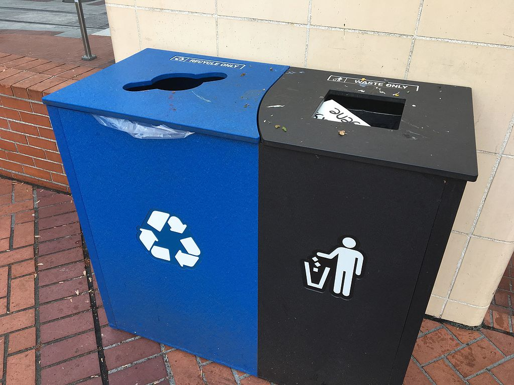 Recycling bin and trash can