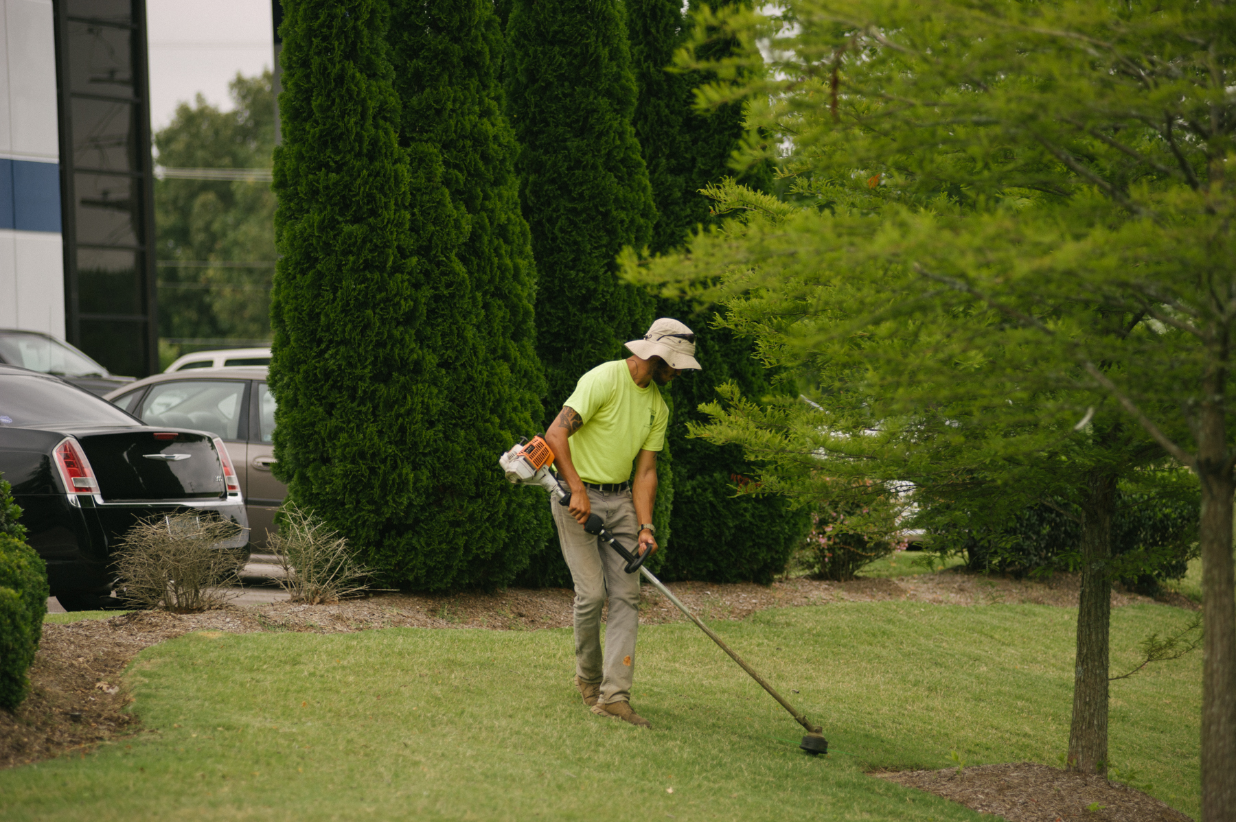 commercial landscaping technician edging