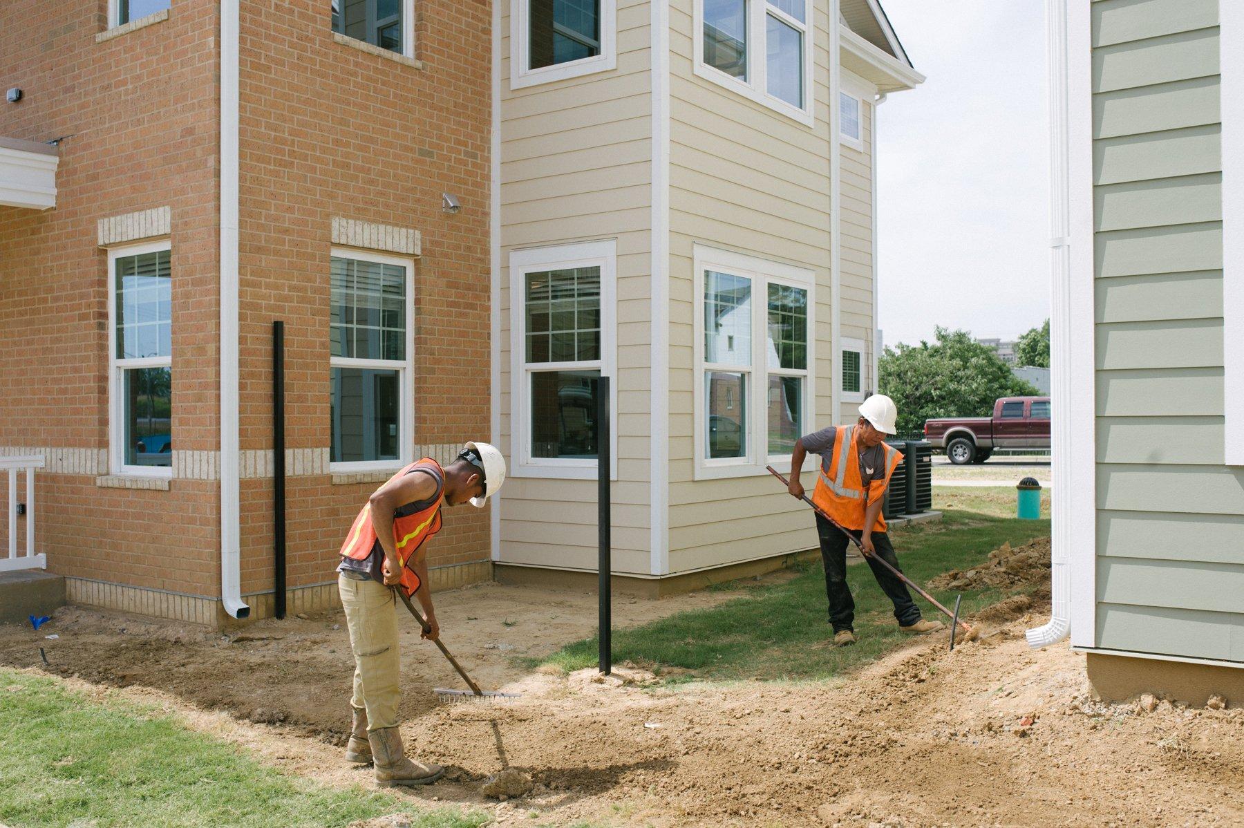 commercial landscape maintenance at an apartment complex