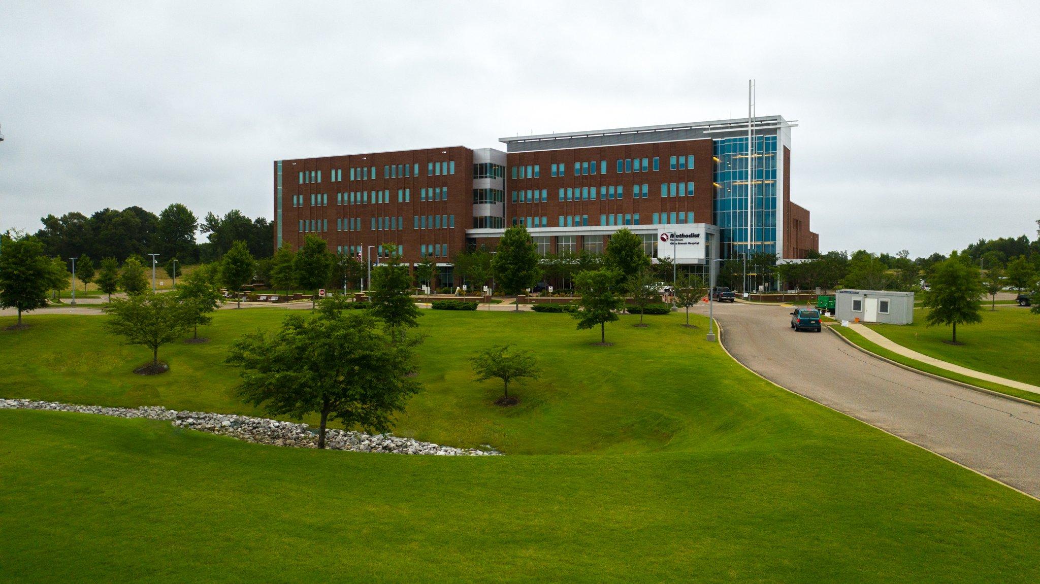 Methodist Olive Branch Hospital landscape and entrance