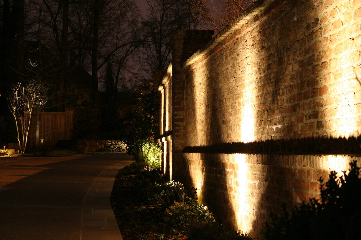 landscape lighting on retaining walls