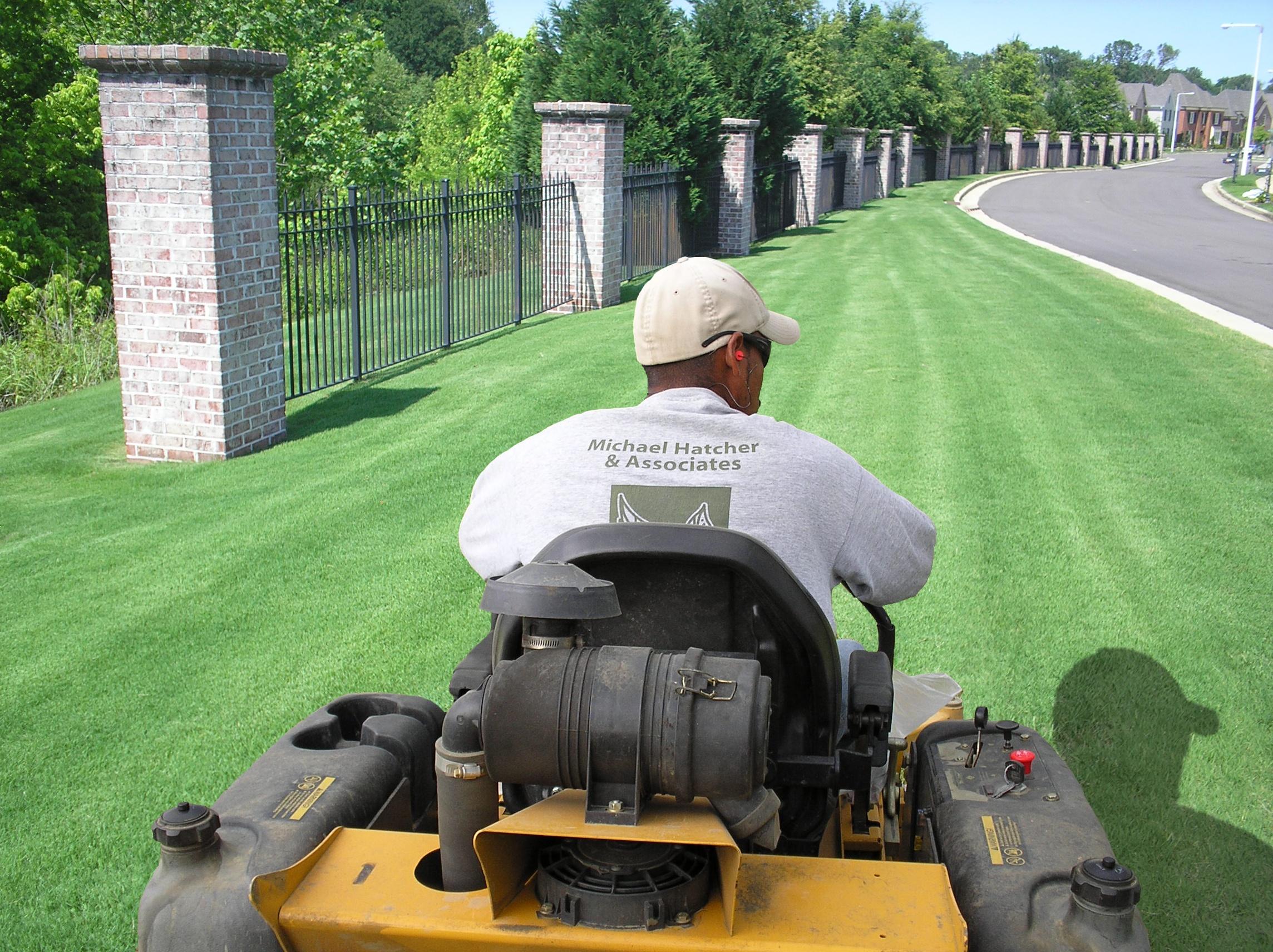 Memphis commercial landscape maintenance images gallery for Commercial lawn maintenance
